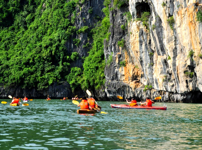 Ultimate North Vietnam Experience, kayaking Halong bay, Vietnam